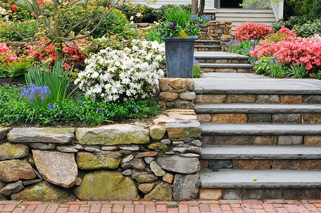 Stone Retaining Wall With Steps
